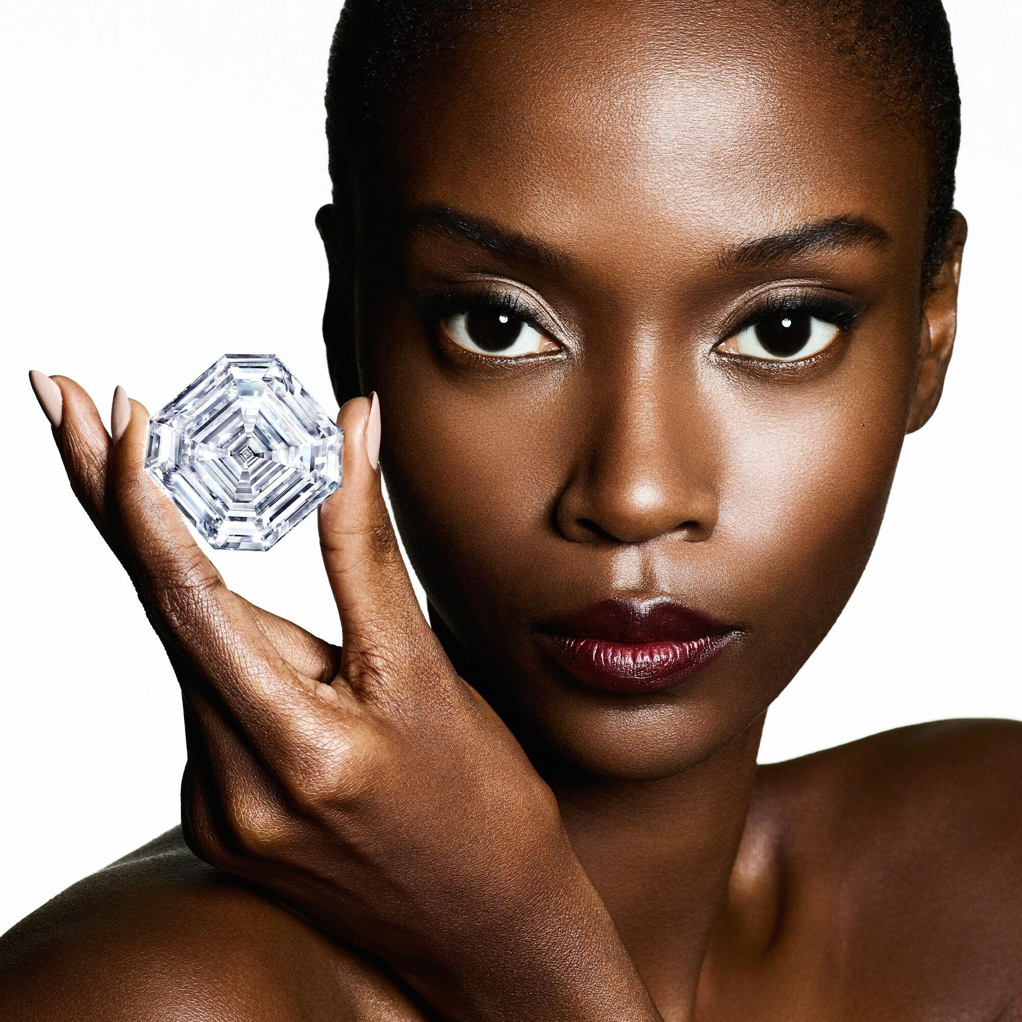 Model holding the Graff Lesedi La Rona famous diamond