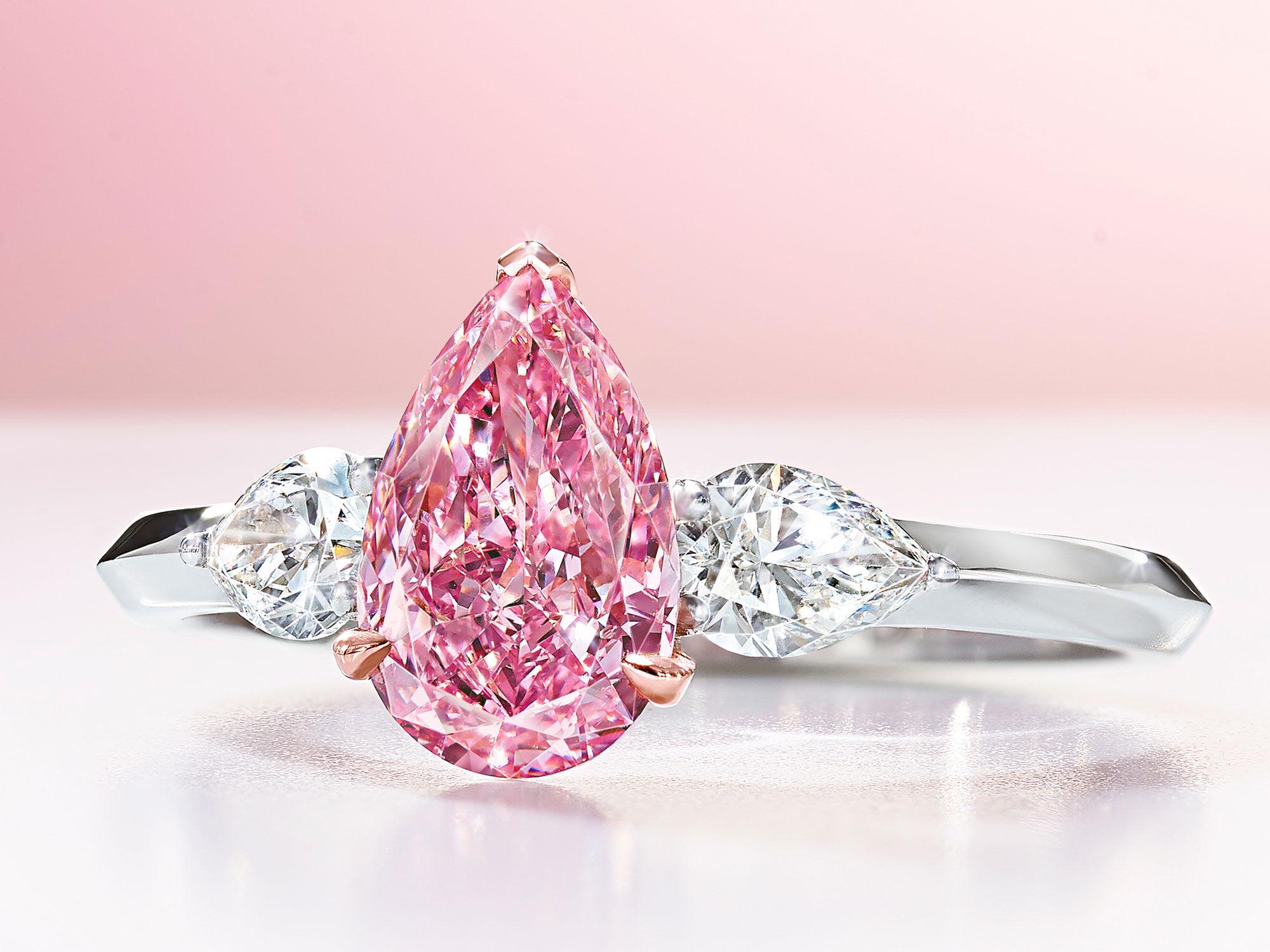A Graff pear shape pink diamond high jewellery ring