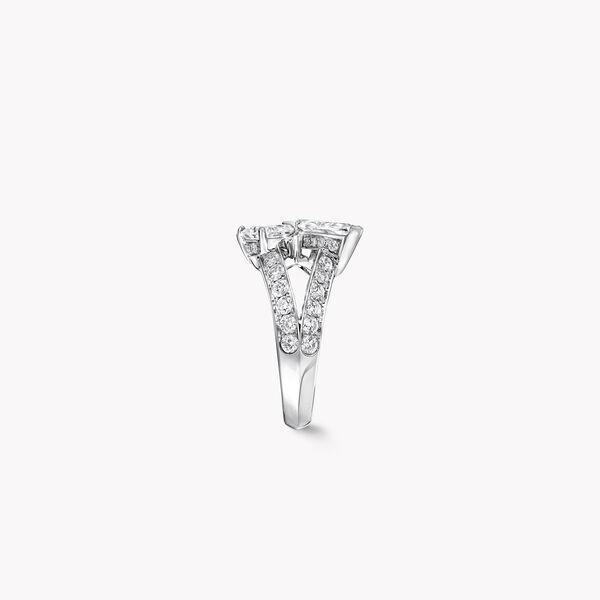 经典蝴蝶钻石戒指, , hi-res