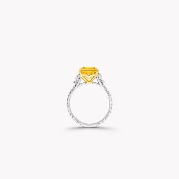 祖母绿形切割黄钻和白钻高级珠宝戒指, , hi-res