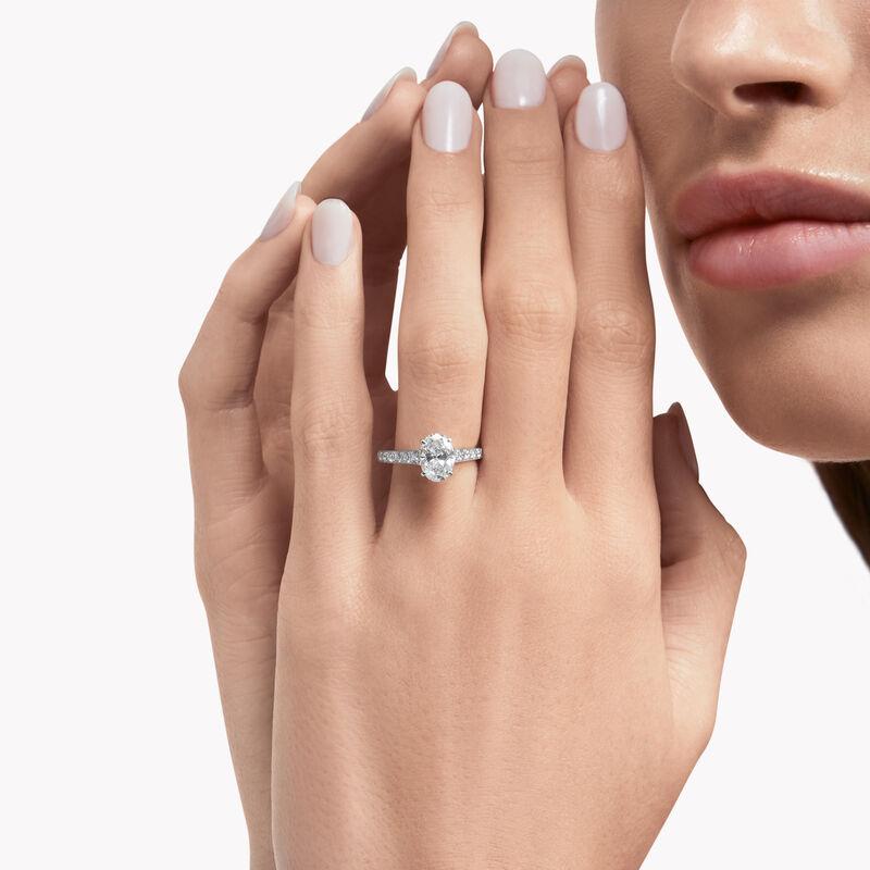 Flame椭圆形钻石订婚戒指, , hi-res
