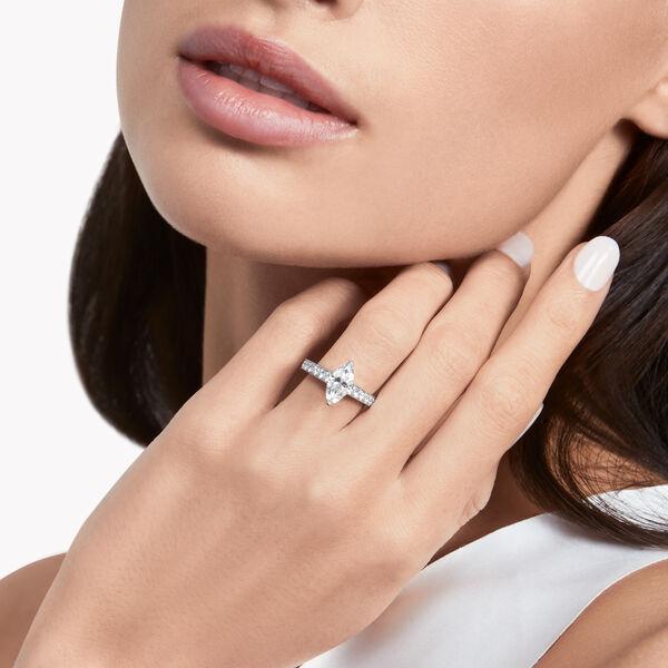 Flame马眼形切割钻石订婚戒指, , hi-res